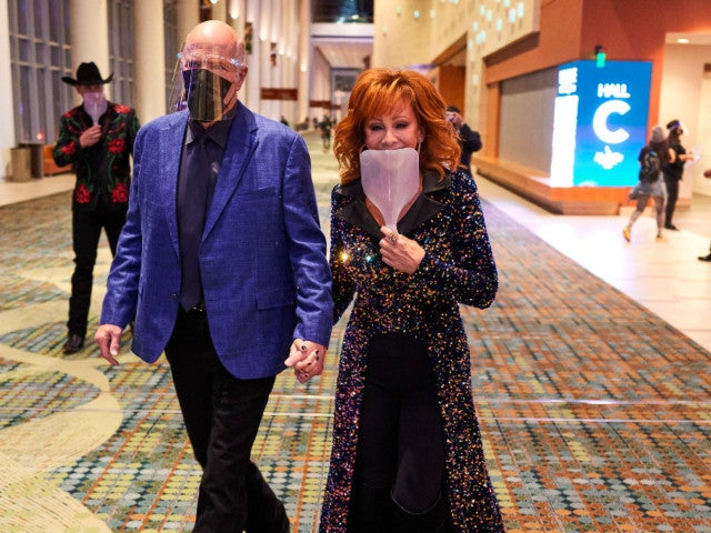 Reba McEntire and Boyfriend Rex Linn Arrive to CMA Awards in Style, Complete With Face Shields