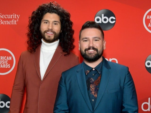 AMAs 2020: Fans See Jon Snow Double in Dan Smyers at Awards