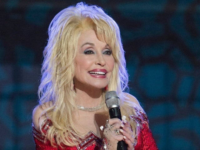 Dolly Parton Parodies 'Jolene' While Getting Her COVID-19 Vaccine