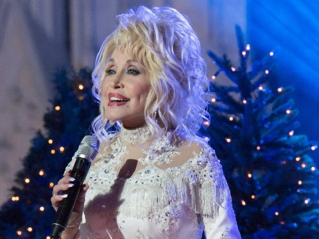 Dolly Parton, Gwen Stefani and More Performing During 'Christmas in Rockefeller Center' Special