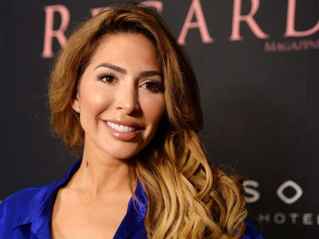 Farrah Abraham Confuses Fans With Video of Herself Eating in the Bathroom During Motivational Speech