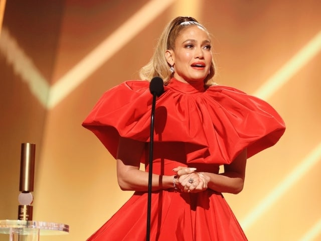 People's Choice 2020: Jennifer Lopez Fights Back Tears While Accepting Icon Award