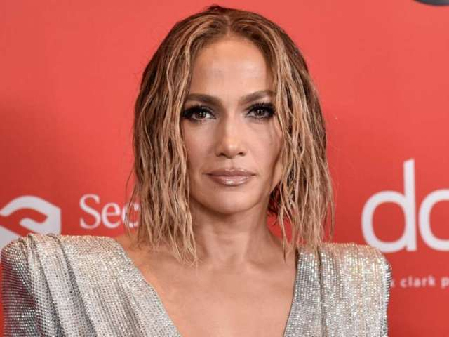 American Music Awards 2020: Jennifer Lopez Stuns in Midriff-Baring Sparkling Silver Gown