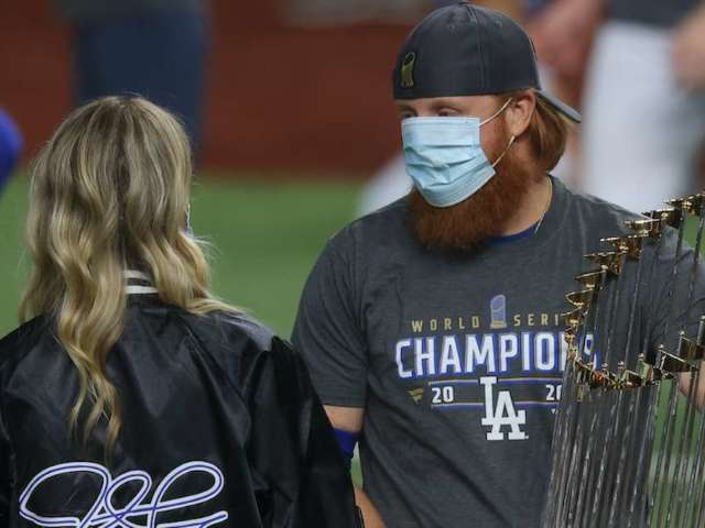 Dodgers' Justin Turner Apologizes for Exposing Others to Coronavirus