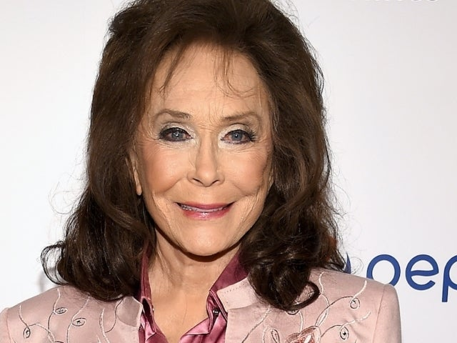 Loretta Lynn Shares Photo From 'Small' Thanksgiving Celebration: 'Stay Safe'