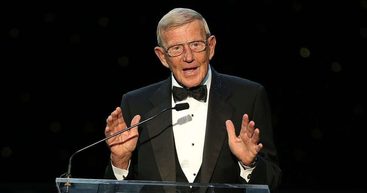 Lou Holtz former Notre Dame football coach tests positive COVID-19