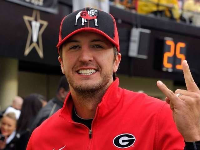 Luke Bryan Looking to Put a 'Curse on the Florida Gators' Using Tim Tebow's Heisman