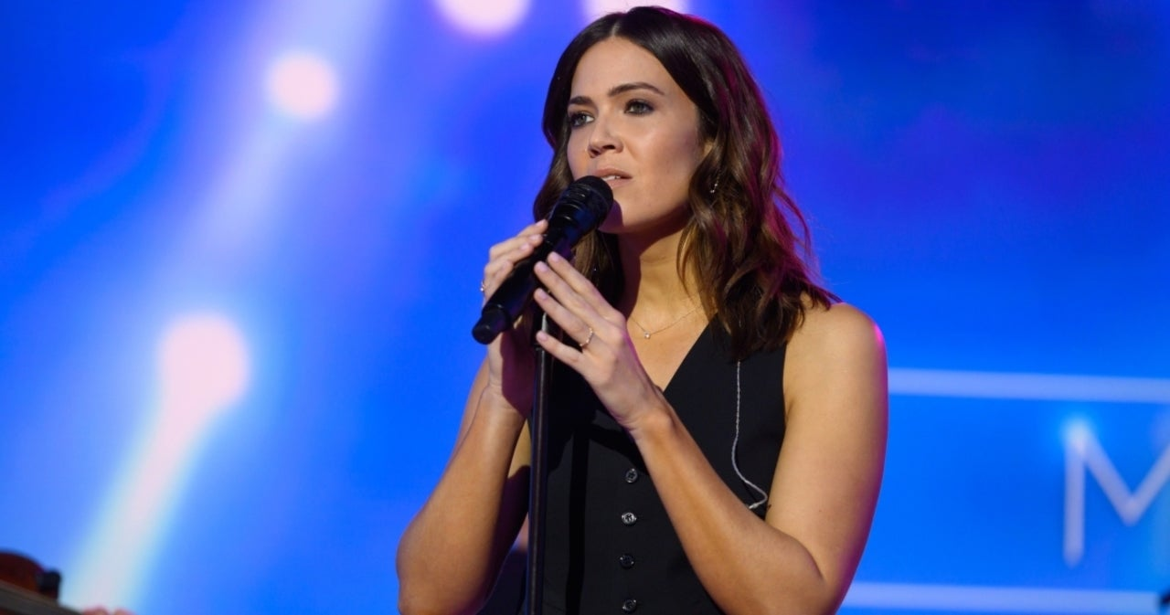 Mandy Moore Mourns Death of 'Dear Friend'.jpg