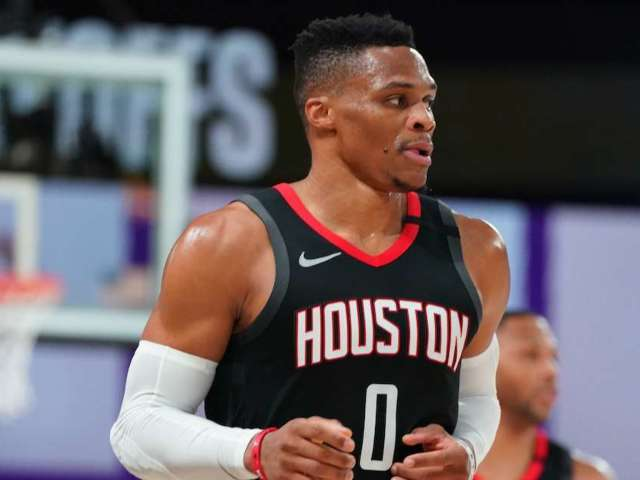Rockets' Russell Westbrook Gives Away Free Thanksgiving Meals in Los Angeles