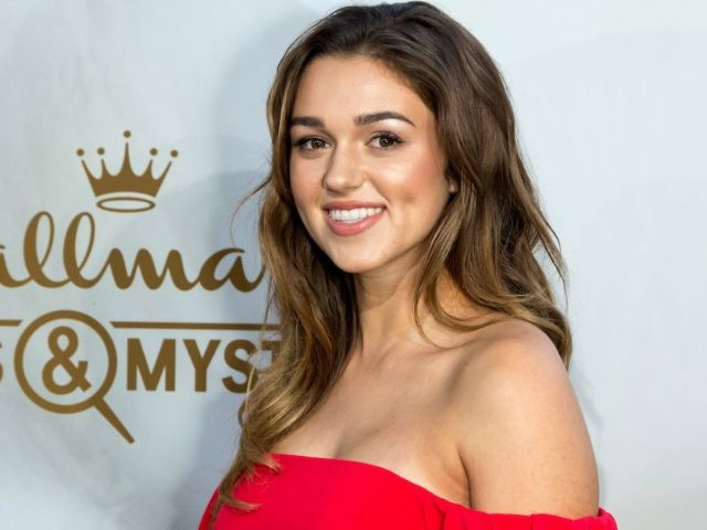'Duck Dynasty': Sadie Robertson Shows off Her 20-Week Baby Bump in Stylish Sweatsuit