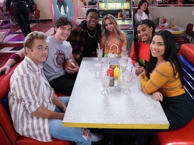 'Saved by the Bell' Reboot Reveals Cast in New Photos Ahead of Premiere