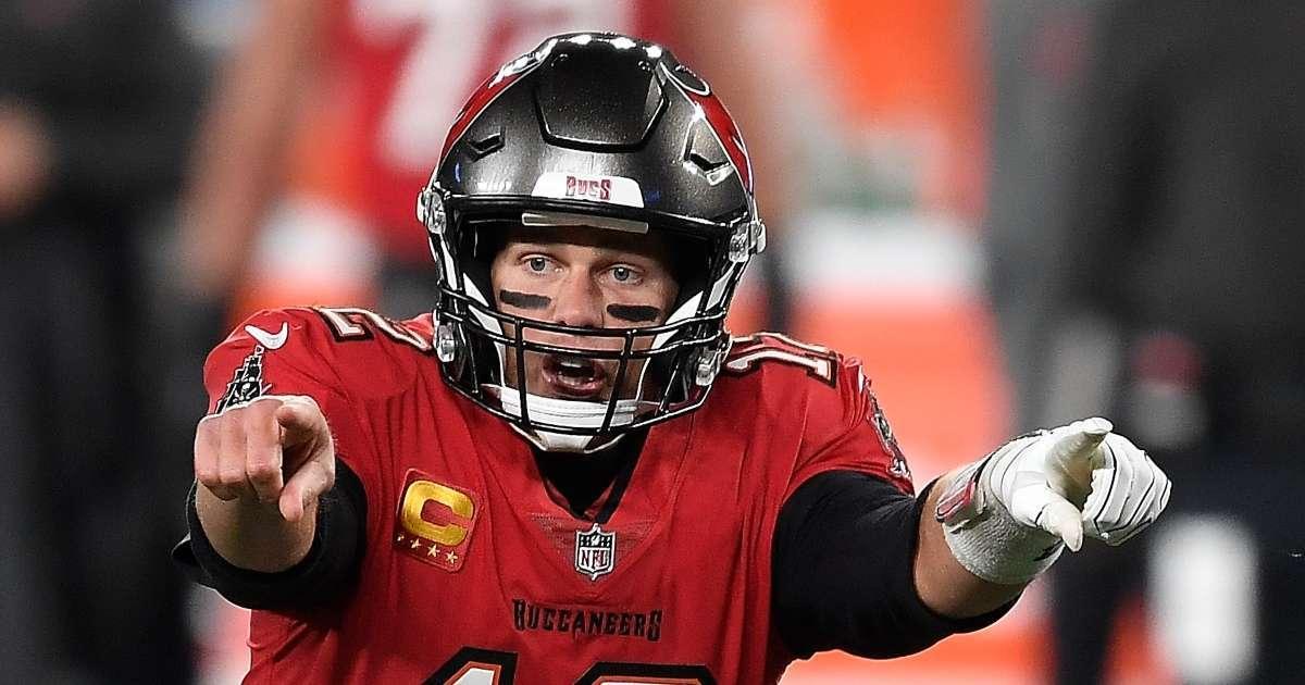 Tom Brady slam helmet repeatedly Giants