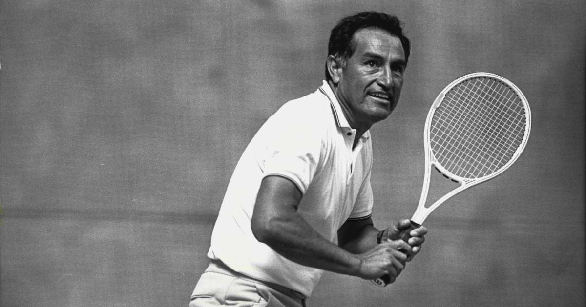Alex Olmedo, Wimbledon Champion and Tennis Hall of Famer dead at 84