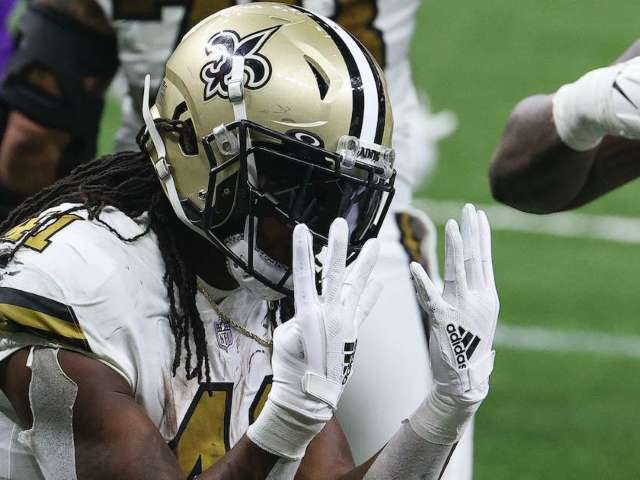 Saints' Alvin Kamara Scores Record-Tying 6 Touchdowns on Christmas, and Fans Go Off