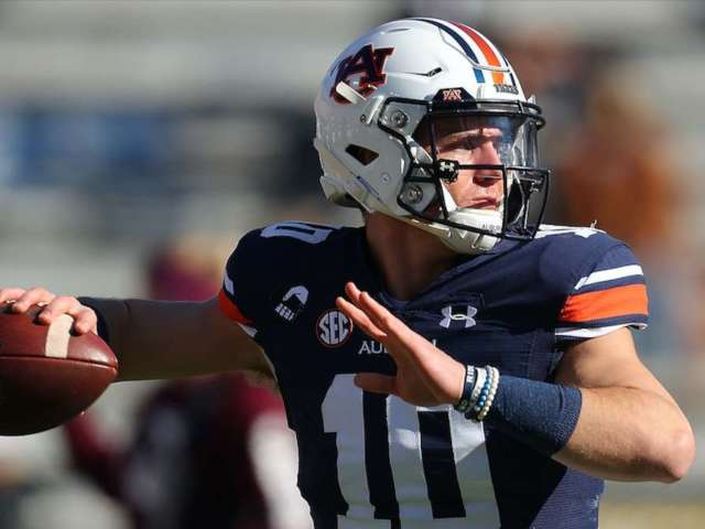 Bo Nix Divides Auburn Fans After Botching Pass Then Scoring Thrilling Touchdown