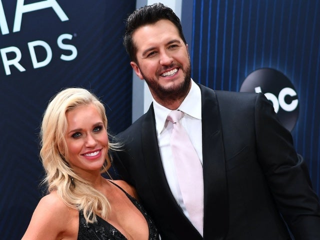 Luke Bryan Wishes Fans a Merry Christmas With 'Instagram vs. Reality' Family Photo
