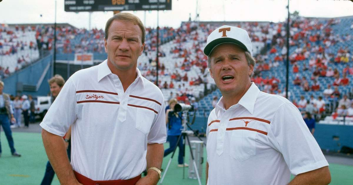 Fred Akers former Texas longhorns coach dead 82