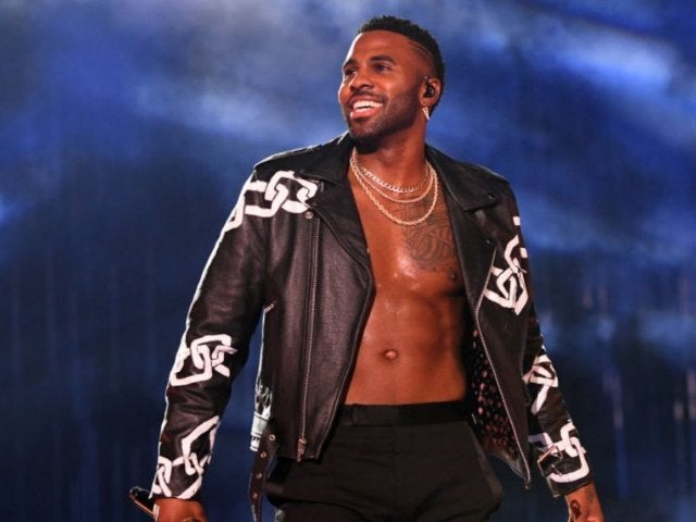 Jason Derulo Goes Sleeveless in Striking New Photo: 'Make Love Not War'