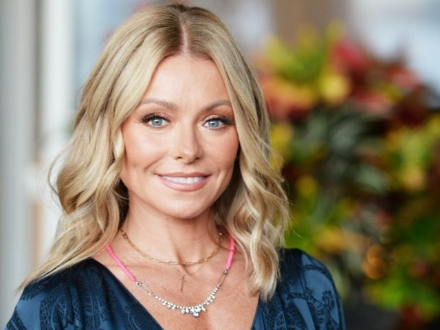 Kelly Ripa Reveals Family's 2020 Christmas Card Featuring All 3 Kids