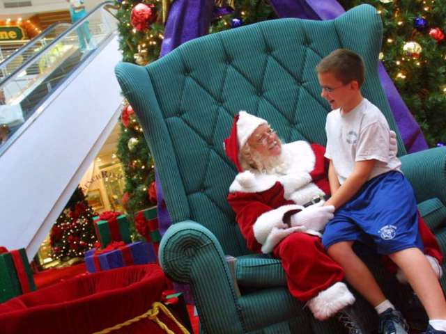 Dozens of Kids Possibly Exposed to Coronavirus After Taking Photos With COVID-Positive Mr. and Mrs. Claus