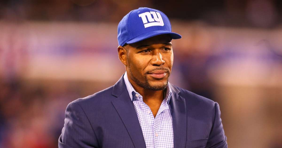 Michael Strahan honors service dogs cleat design