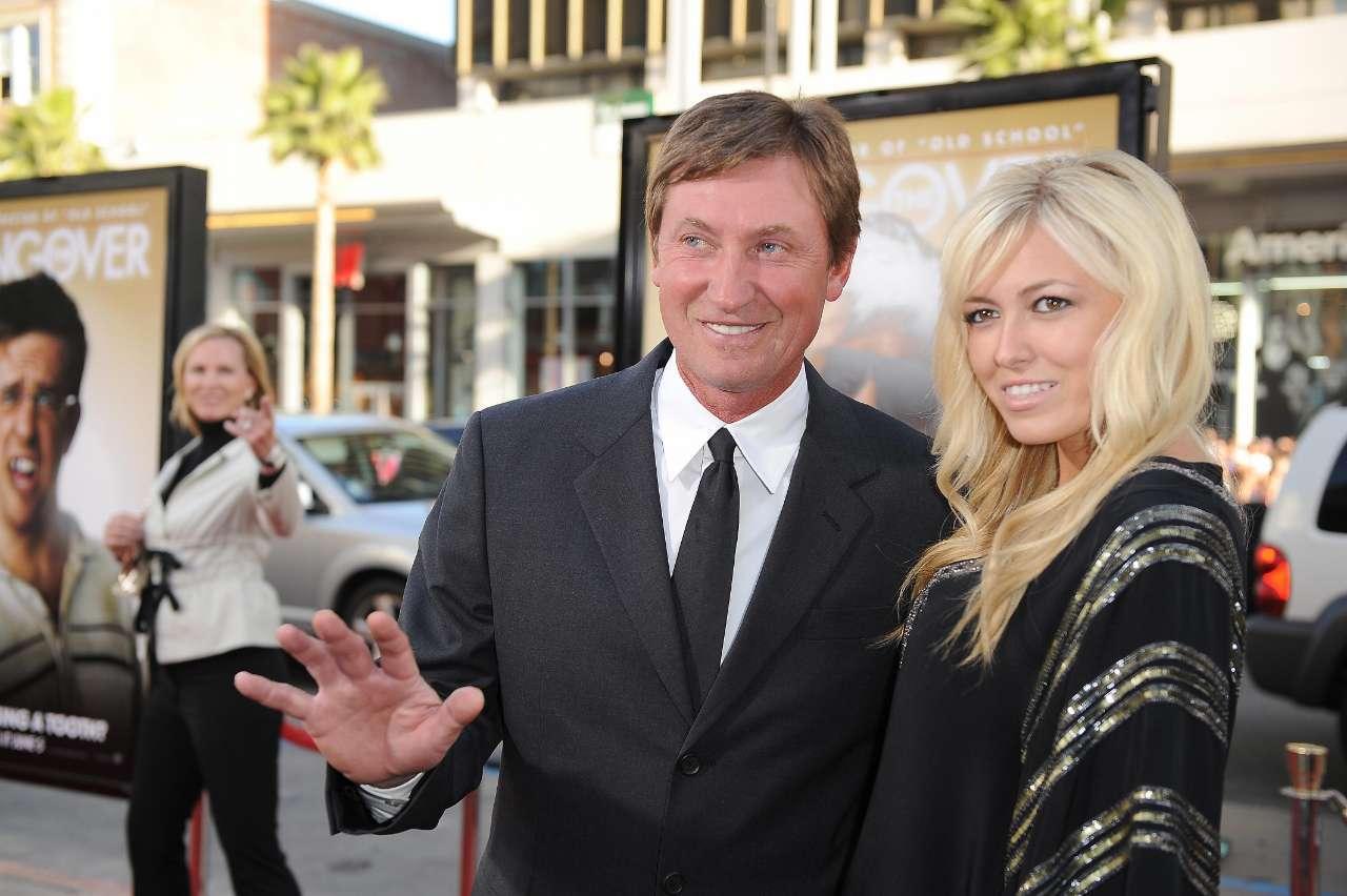 Paulina Gretzky photo 2009