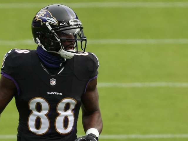 Ravens' Dez Bryant Tests Positive for COVID-19 30 Minutes Before Game Against Cowboys