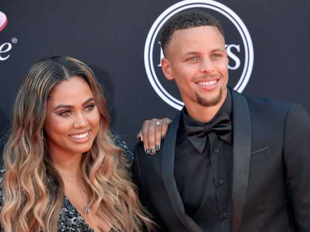 Stephen and Ayesha Curry Gift Oakland Schools With Thousands of Books