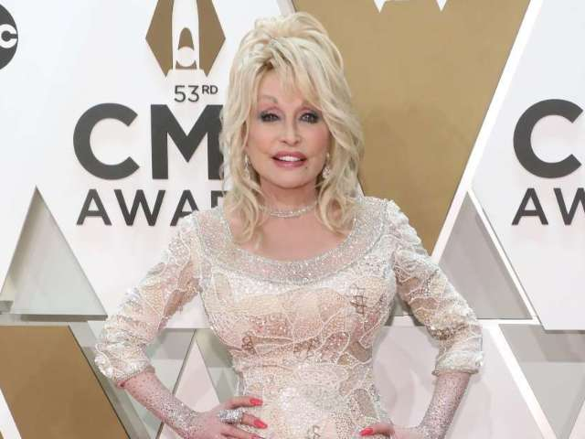Titans to Honor Dolly Parton at Sunday's Game vs. Browns