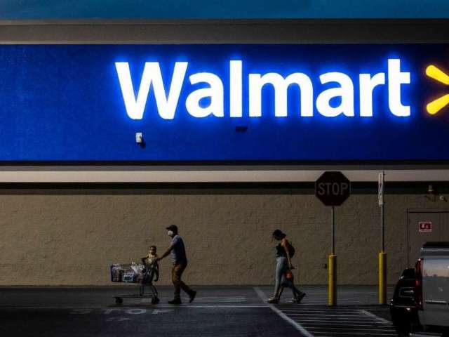 Dozens Chased out of Tennessee Walmart as Active Shooter Situation Unfolds