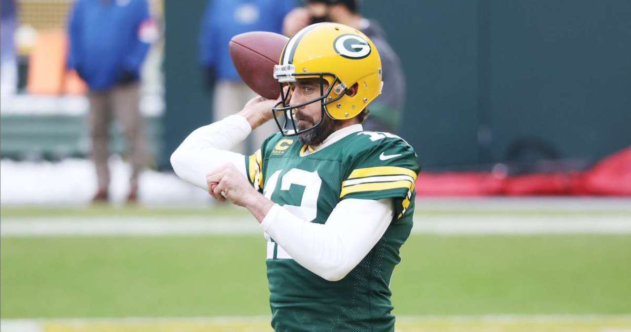 Aaron Rodgers' Turtleneck Has Packers Fans Talking Amid NFC Championship Game vs. Bucs