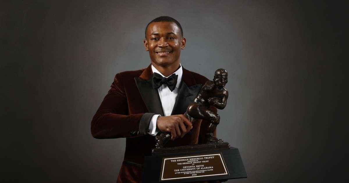 Alabama WR DeVonta Smith wins 2020 Heisman Trophy social media lights up