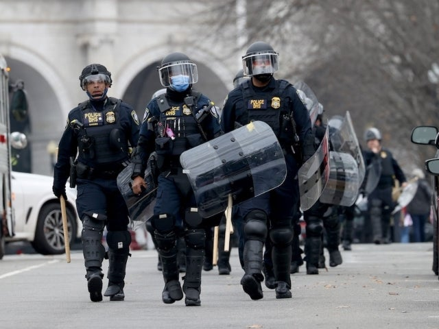 Capitol PD Officer Daniel Hodges, Seen Being Crushed in Riots, Speaks out About Tense Moment