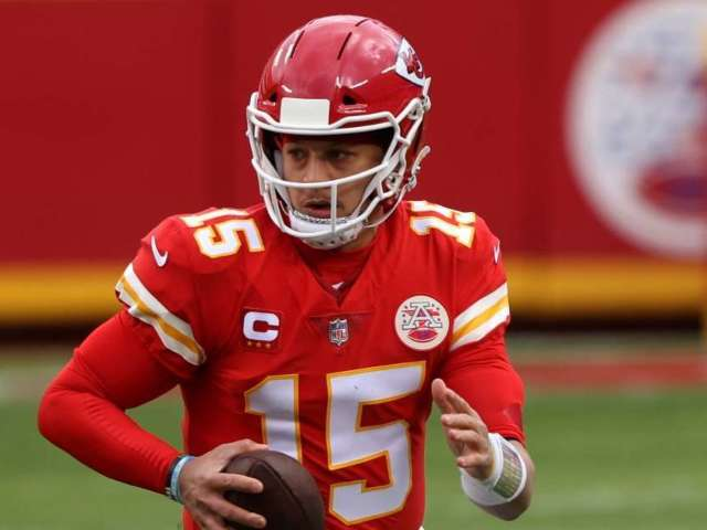 Chiefs Say Patrick Mahomes Is Doing 'Great' After Suffering Concussion in Playoff Game Against Browns