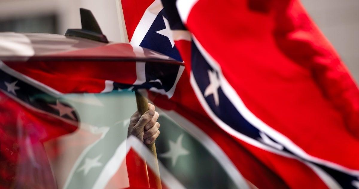 confederate-flag-statue-removed