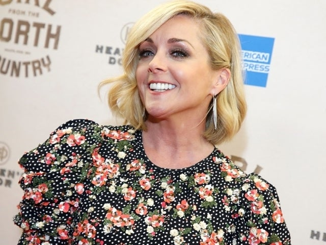 '30 Rock' Alum Jane Krakowski Hilariously Denies Alleged Relationship With MyPillow's Mike Lindell