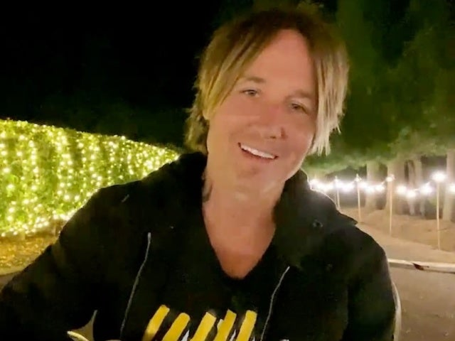 Keith Urban Performs From His Driveway to Close Out 2020