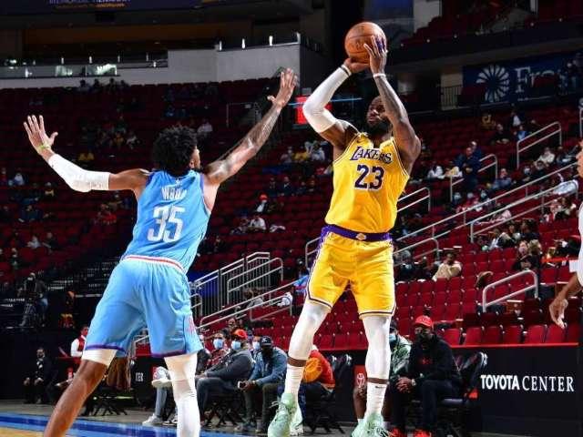 LeBron James Hits No-Look 3-Pointer vs. Rockets, and Social Media Loses It