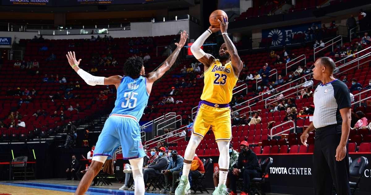 LeBron James hits no-look 3 pointer Rockets social media loses