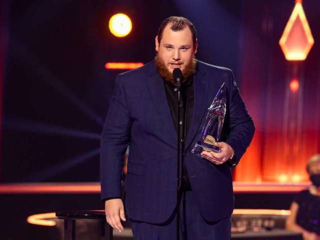 Luke Combs Apologizes for Confederate Flag Photos: 'There Is No Excuse'