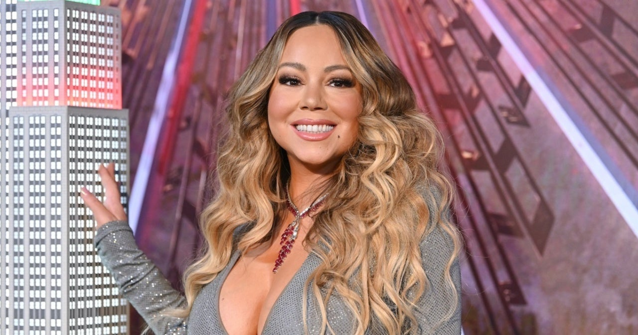 Watch Mariah Carey S New Year S Eve Interview Awkwardly Interrupted By Jennifer Lopez S Concert