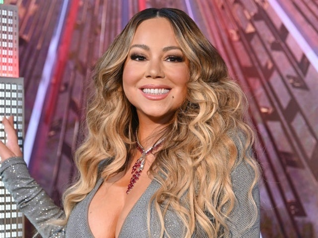 Watch: Mariah Carey's New Year's Eve Interview Awkwardly Interrupted by Jennifer Lopez's Concert