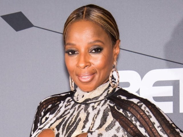 Mary J. Blige Shows Instagram 'Where the Money Reside' in Scorching Beach Photos