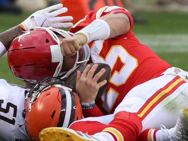 Chiefs vs. Browns: QB Patrick Mahomes Ruled out With Concussion, Sparking Concern Among Fans
