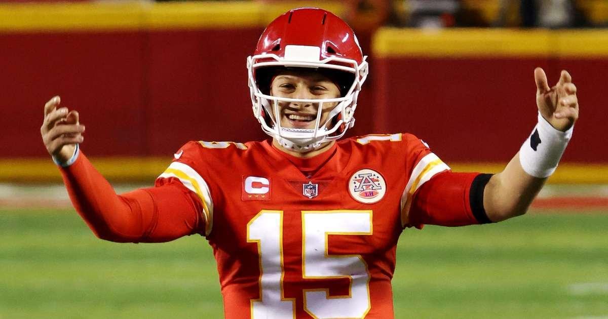 Super Bowl LV NFL fans react show down Tampa Bay Buccaneers Kansas City Chiefs