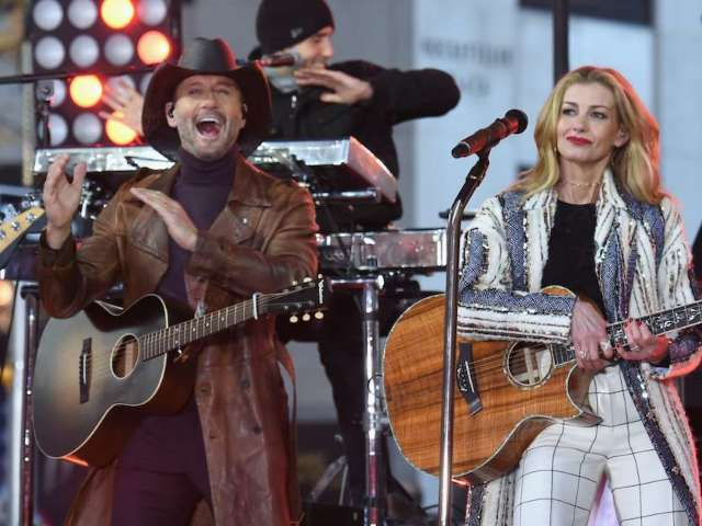 Tim McGraw, Faith Hill and Their Daughters Mask up for Titans vs. Ravens