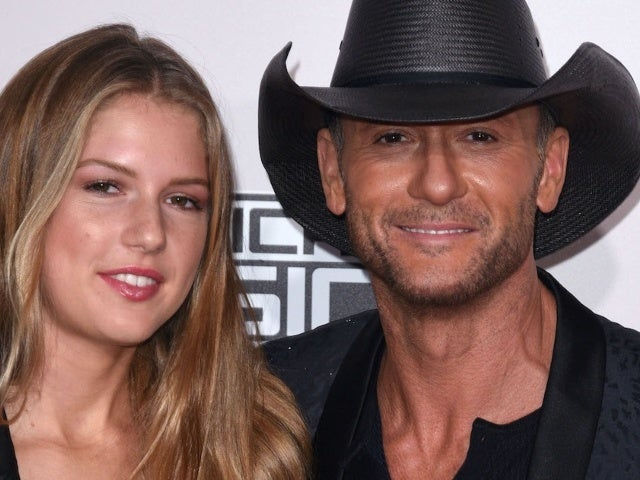 Faith Hill and Tim McGraw's Daughter Maggie Throws up Peace Sign in New Bikini Photo
