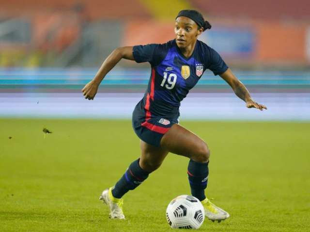 Crystal Dunn Reveals Why USWNT Stood During National Anthem in Match Against Brazil