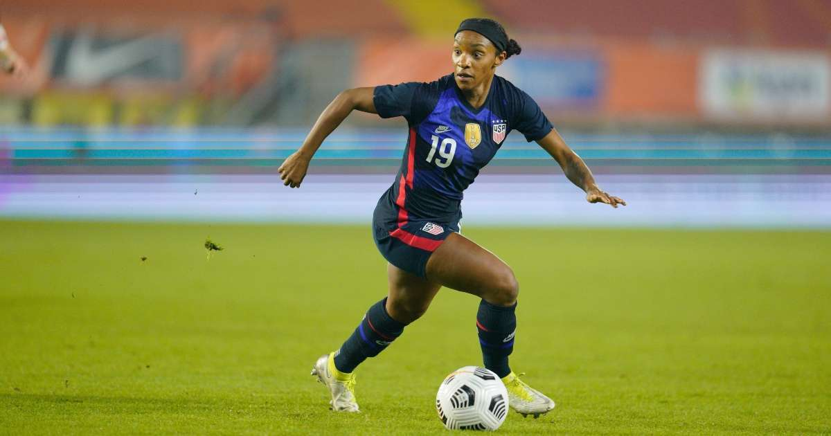 Crystal Dunn reveals why USWNT stood during national anthem match Brazil