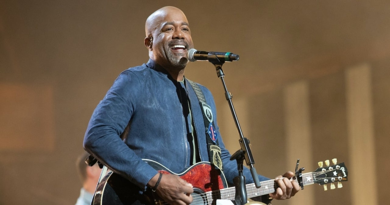 Darius Rucker Earns Another No. 1 With 'Beers and Sunshine'.jpg